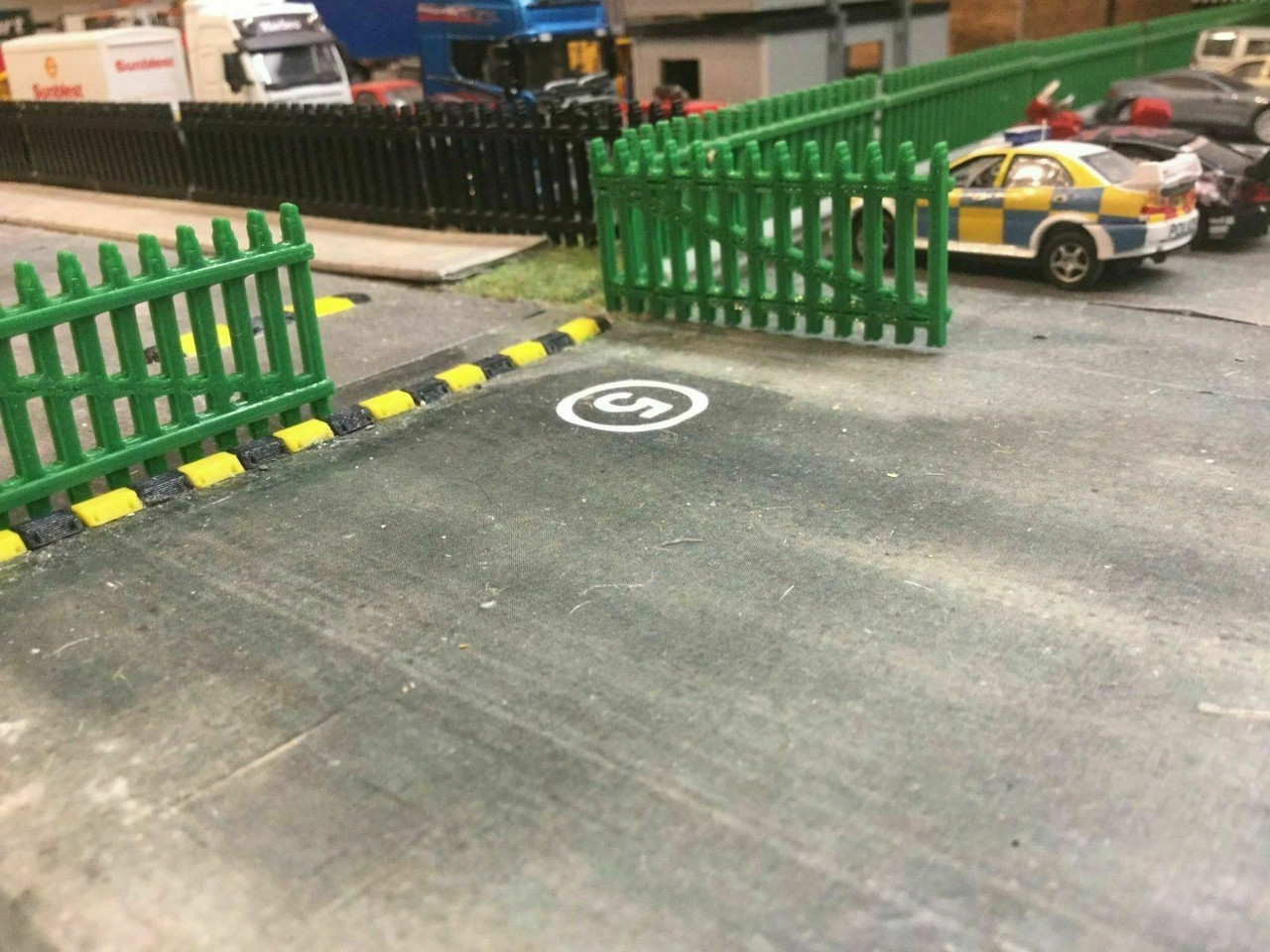 1:76 3D printed security Gates and Fence (green) 6 pk