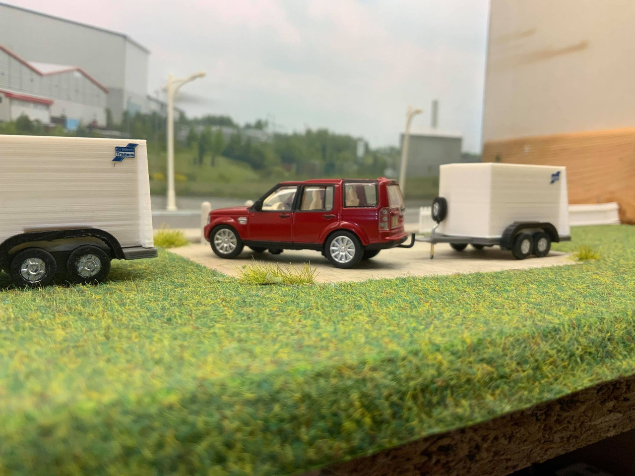 1/76 oxford diecast Land rover discovery & S.R 3d printed trailer