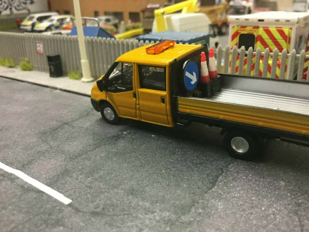 OXFORD 1:76/00 Ford Transit  Dropside Highway Maintenance code3 +extras