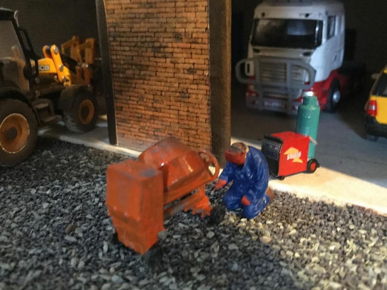 1:76 Welding figure and welder (Hand Painted)