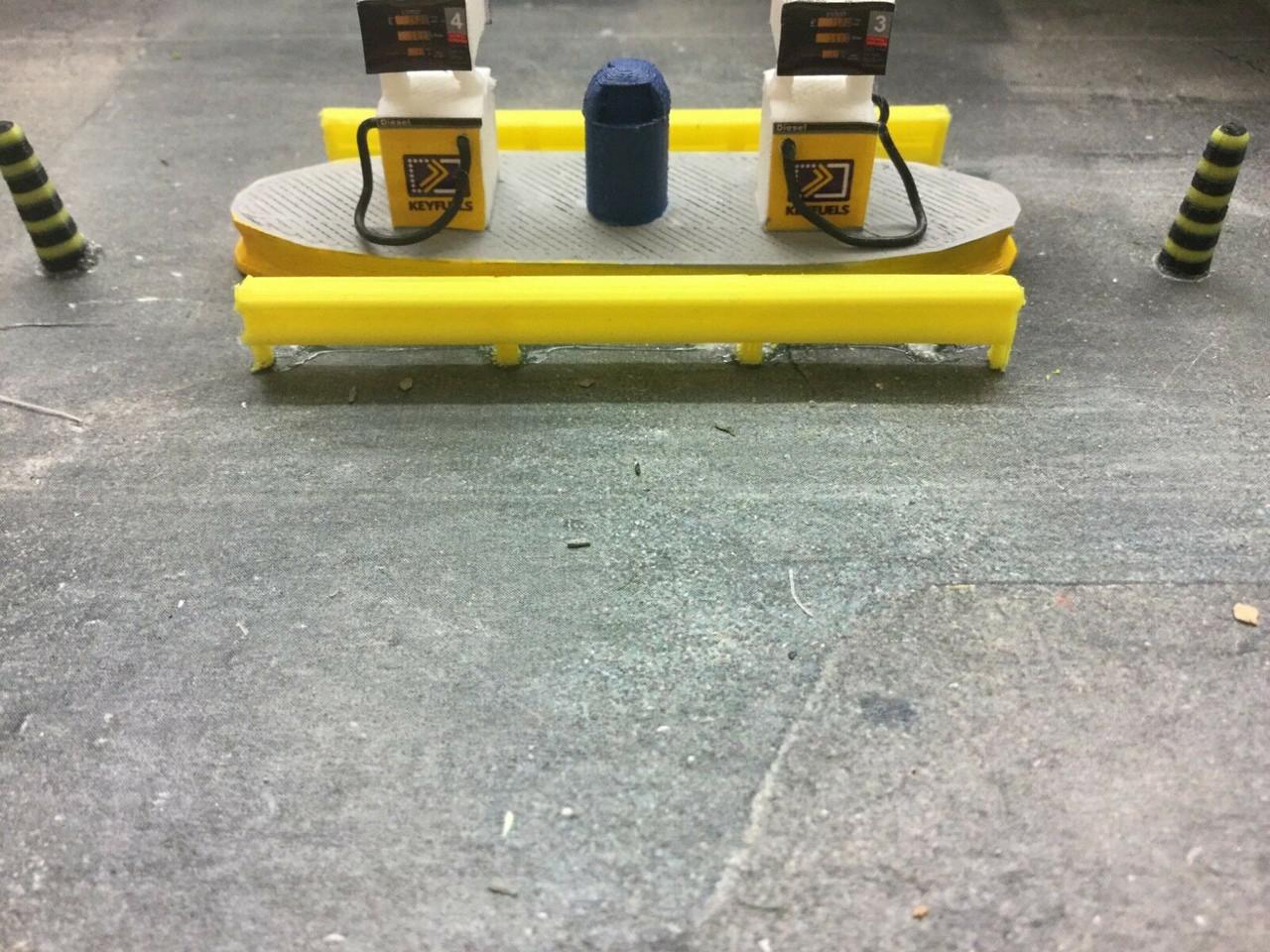 1/76 00 Gauge 3d Printed crash barrier 6pkt  (yellow)