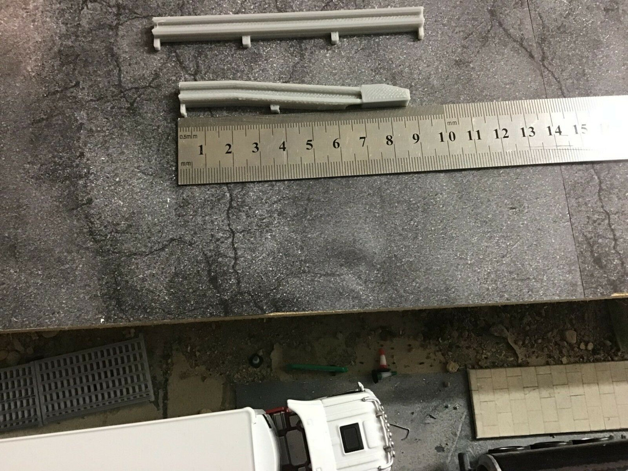 1/50 Scale, 3D Printed crash Barriers, Grey- KIT 1 (4 straights 2 ends)