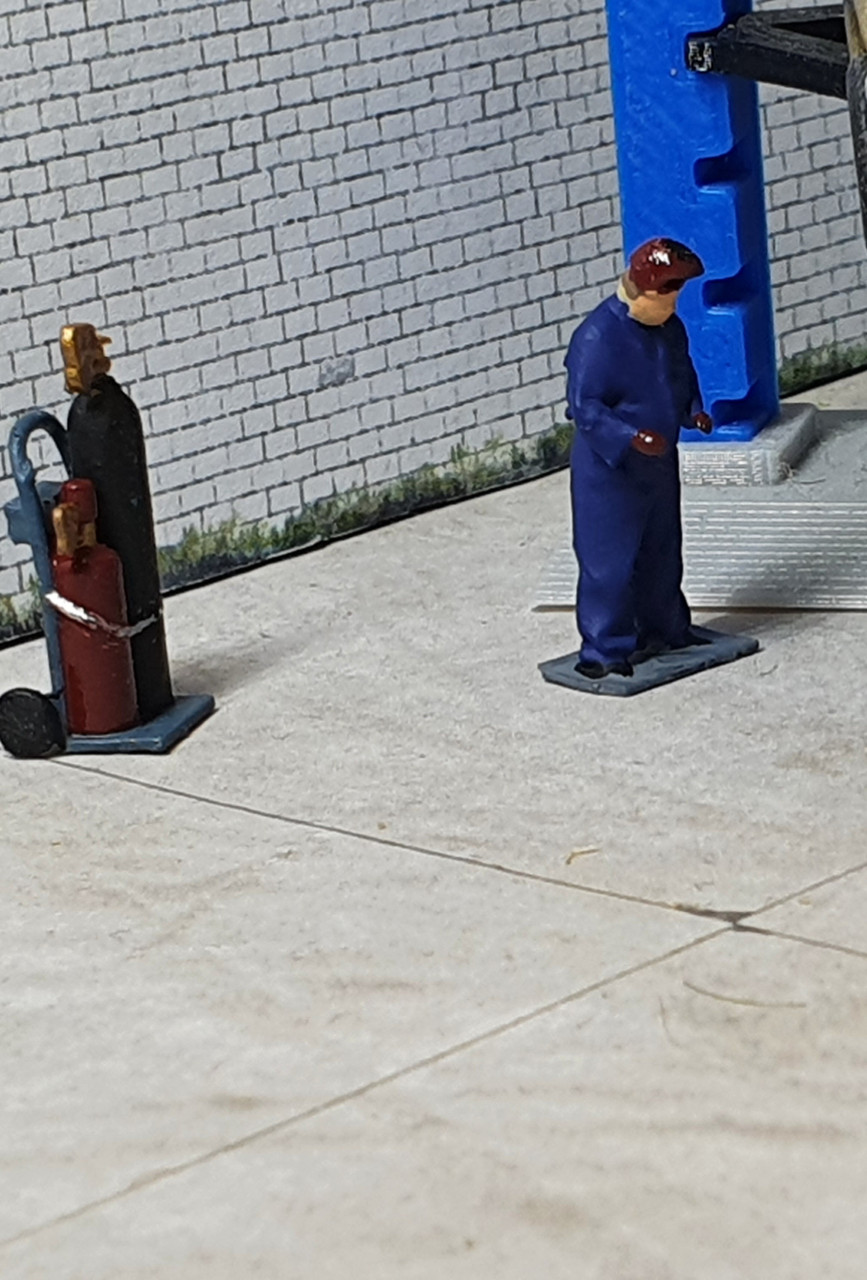 1:76 Acetylene bottles with figure (painted/un-painted)