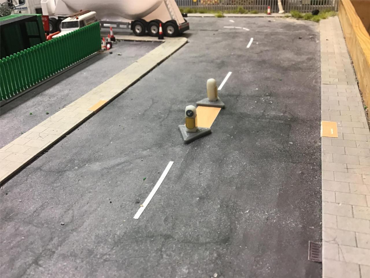 1:76 Traffic island crossing with bollards kit