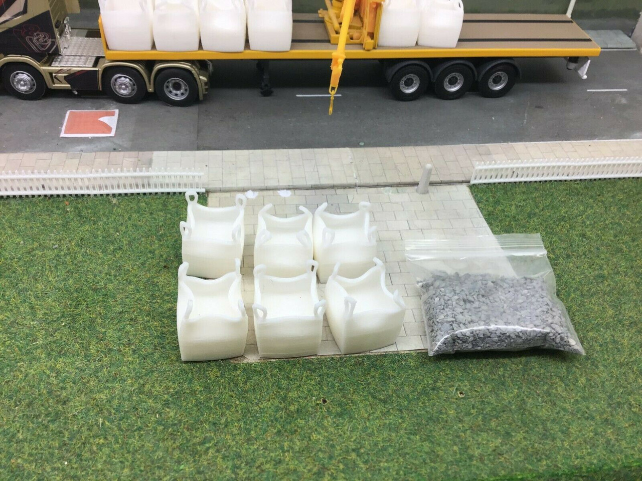 1:50 scale 3D Printed Ton Bag With Load. (6pkt with sachet of gravel)