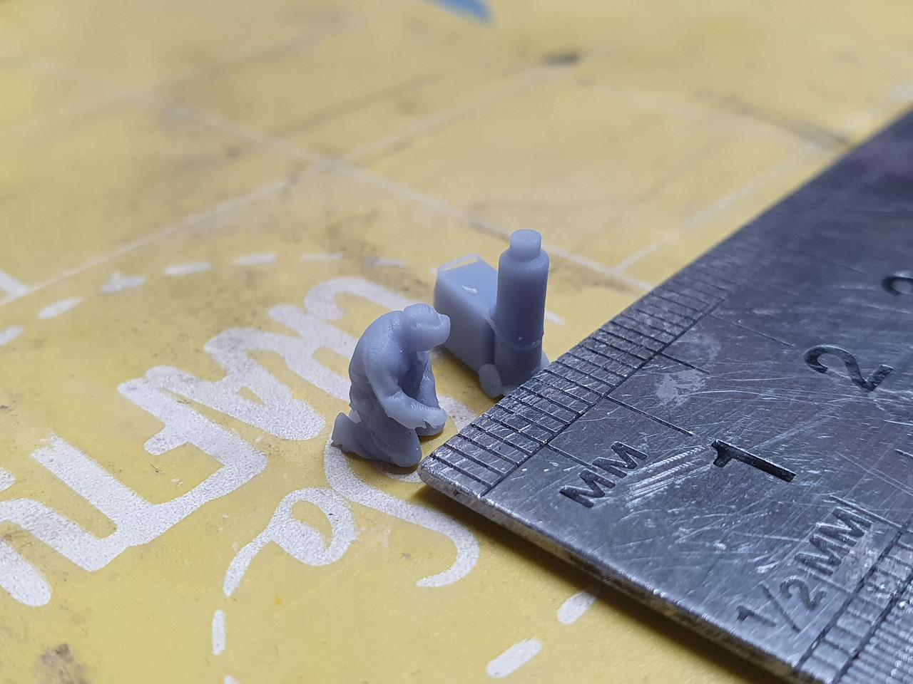 1:148 (N gauge) welding figure with mig welder (unpainted)