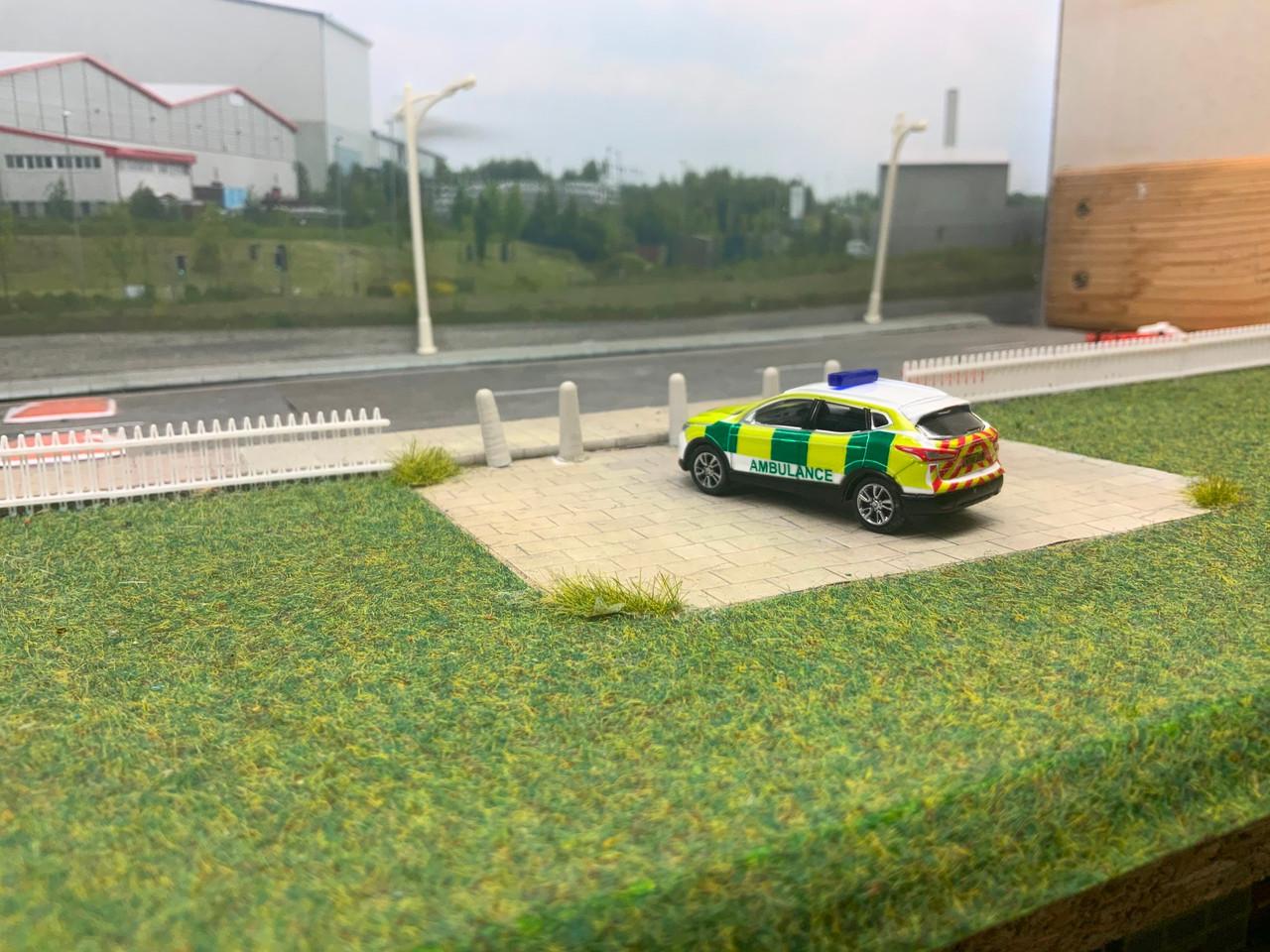 1:76 Code 3 Nissan Quashqai Ambulance rapid response (White)