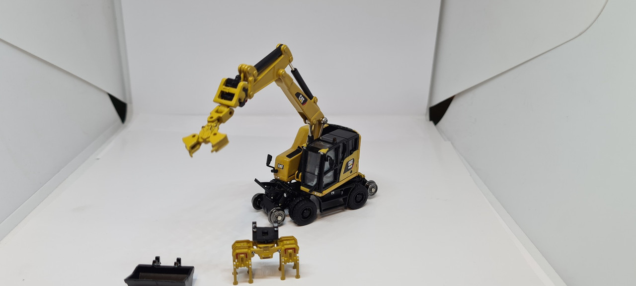 1:87 CAT M323F Railroad wheeled excavator