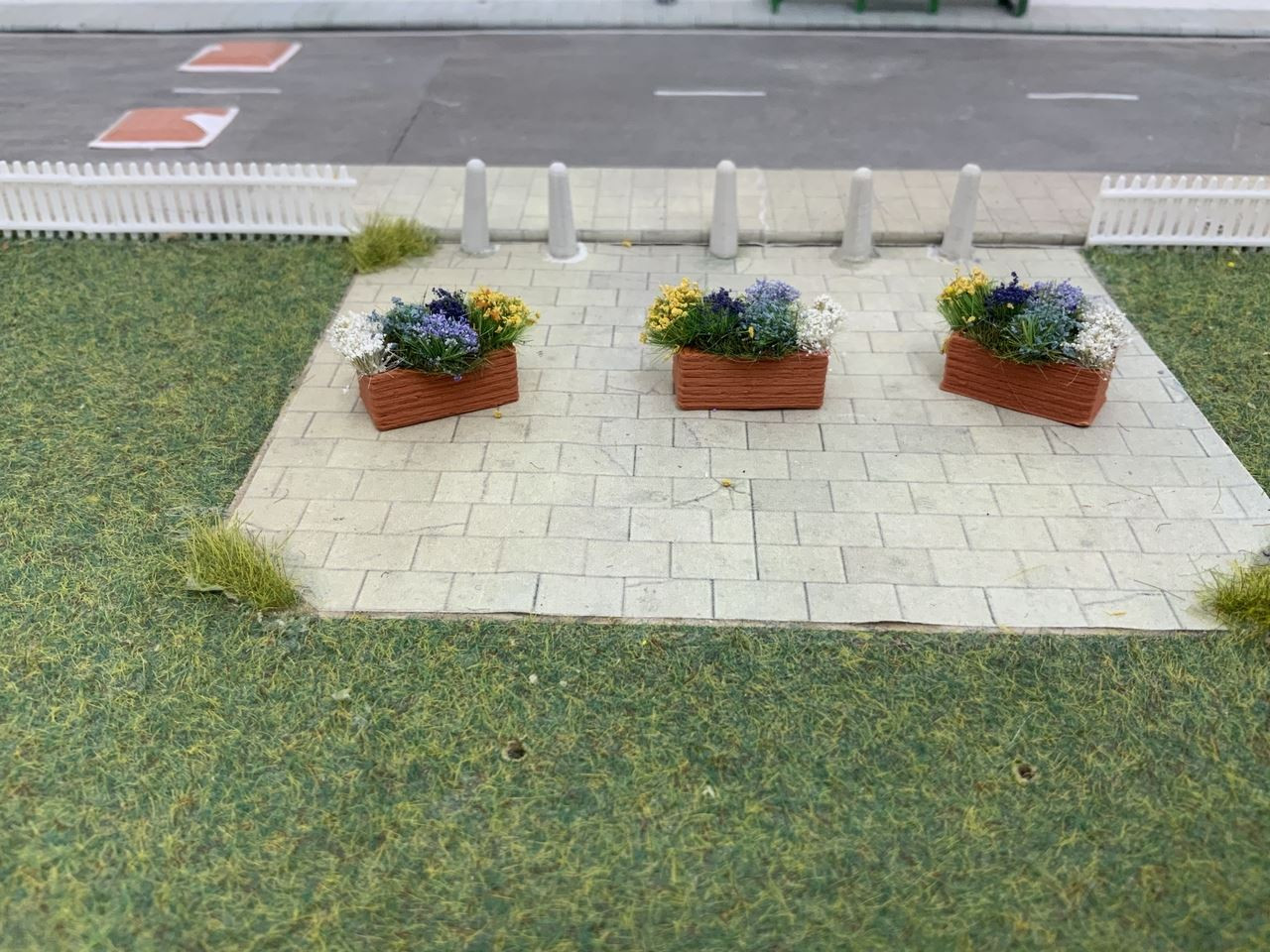 1.76 3D Printed flower planters with flowers - 3pk (straight)