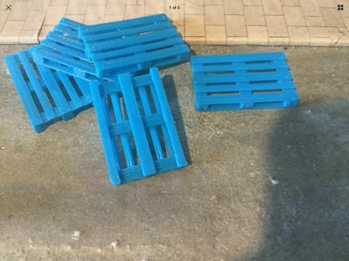 Euro Pallets (Blue) 10 Pack, suit 1/43 Scale /  0 Gauge