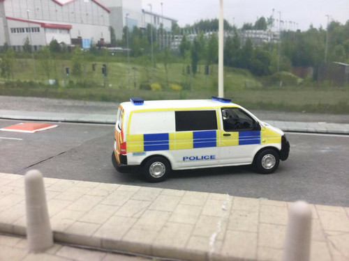 1/76 Code 3 Oxford diecast  Volkswagen T5 uk police