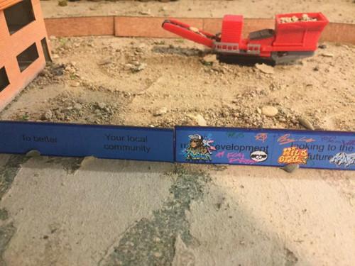 N Gauge laser cut building site hoarding (blue) 12pkt