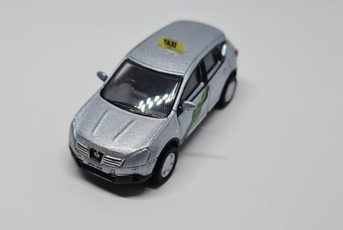1:76 Code 3 Nissan Quashqai private hire taxi (metallic faded denim)