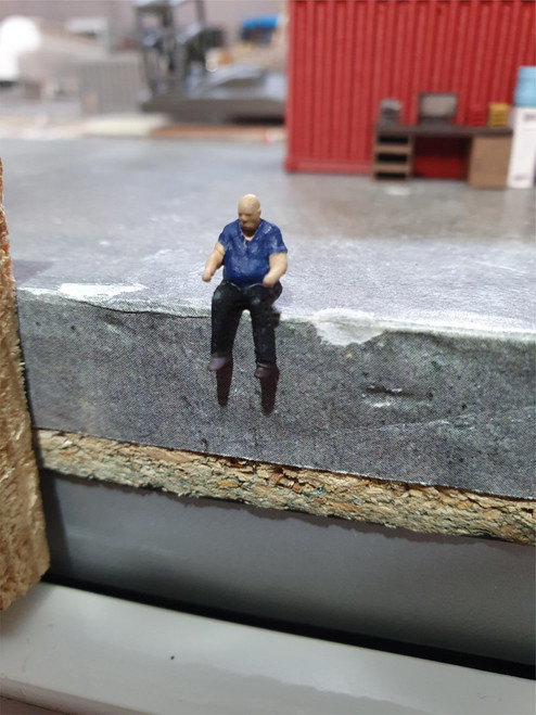 1:76 scale driver figure with shirt (un-painted)