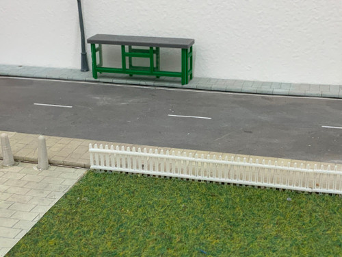 1:76 scale SR Hobbies 3D printed bus shelter (green)