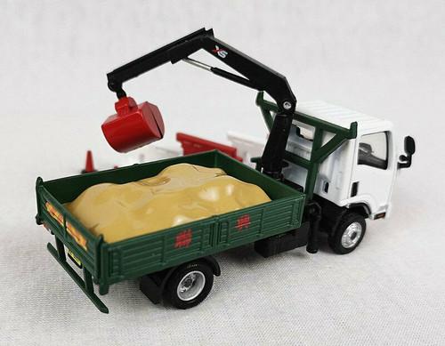 1:76 ISUZU N Series Grab Lorry