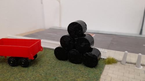 1.76 Hay Bales round (realistic with black wrap) - 6pkt