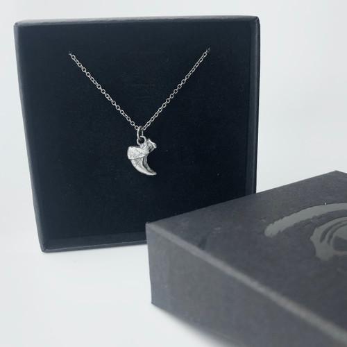 Small claw pendant