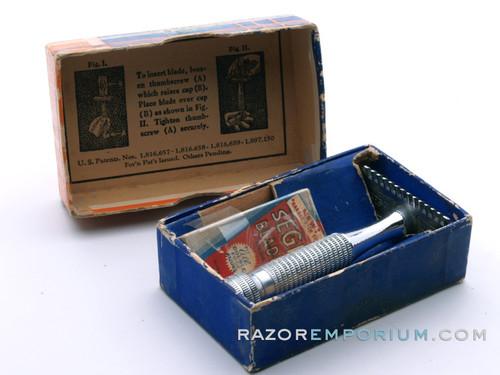 1930's Segal Unitary One Piece TTO Razor in Box