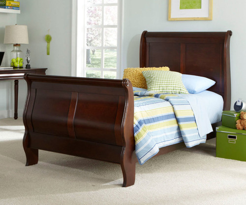 Carriage Court Sleigh Bed Full Size