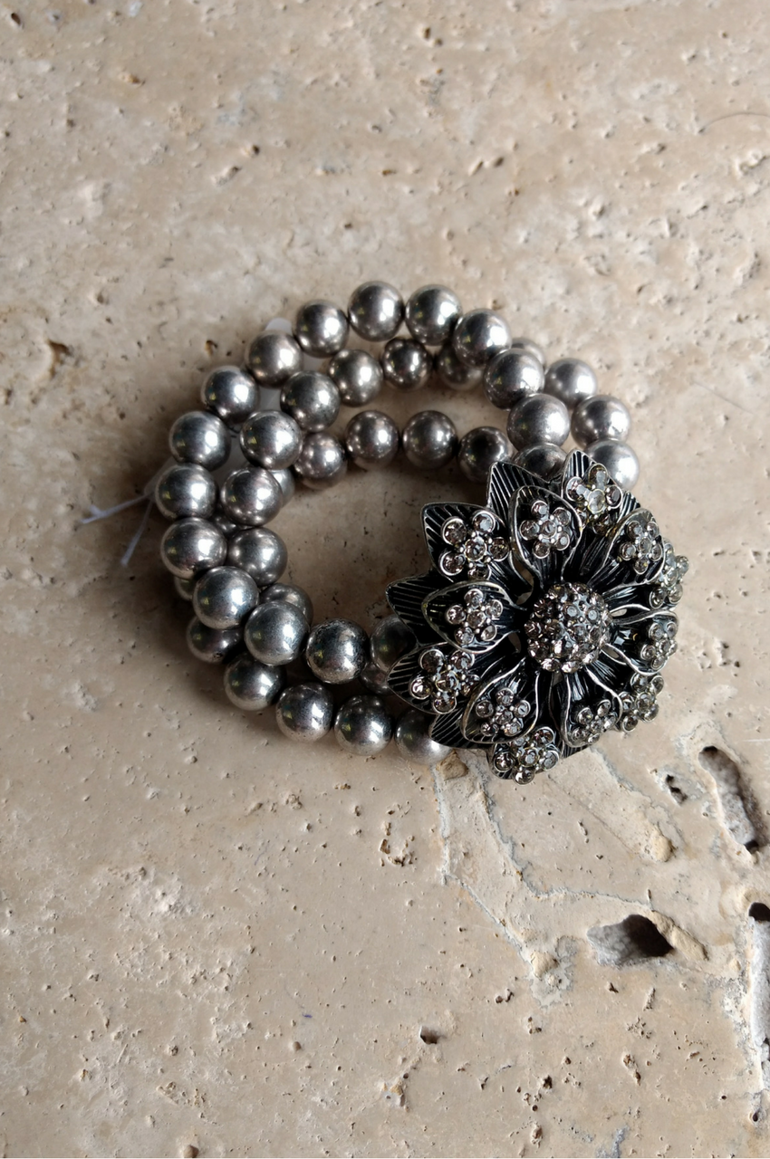 Stretch Bracelet | Flower and Pearls | Color: Pewter  (G-7)