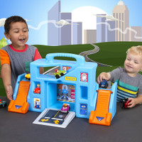 Simplay3 Carry & Go Garage is sized and designed for all around play and allows friends to join in the fun.