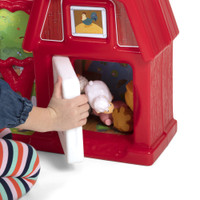 Simplay3 Carry & Go Farm barn paddock is a convenient storage place for toy figure farm animals.