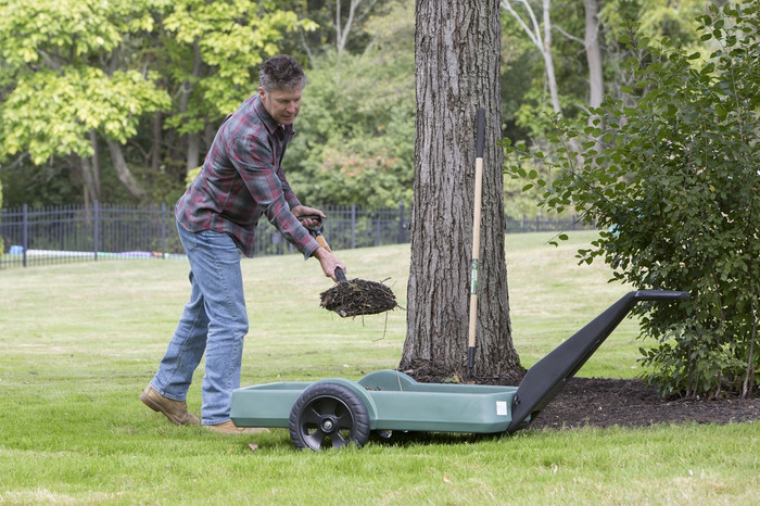 Simplay3 Easy Haul Flat Bed Cart is low to the ground for easy shoveling, loading and unloading.