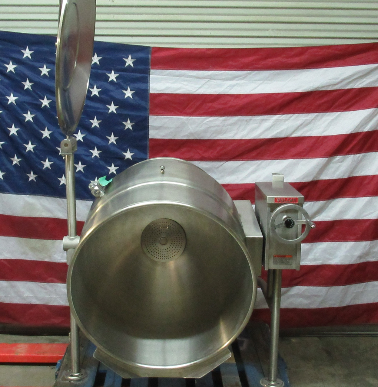Vulcan VELT-60 208-220V Single Phase 60 Gal Electric Tilting Steam Jacketed Kettle