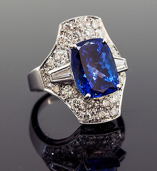 RPG10254 TANZANITE AND DIAMOND RING 18K