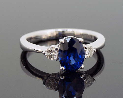 ALM10061 BLUE SAPPHIRE AND DIAMOND RING 18K