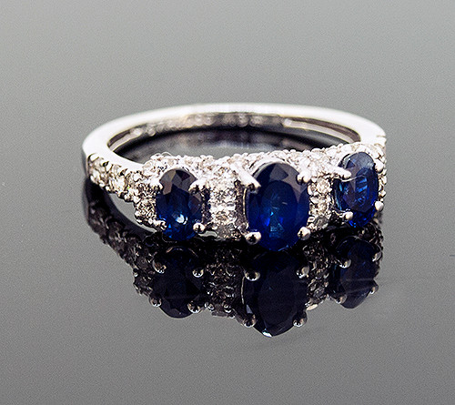 RPG10290 SAPPHIRE AND DIAMOND RING