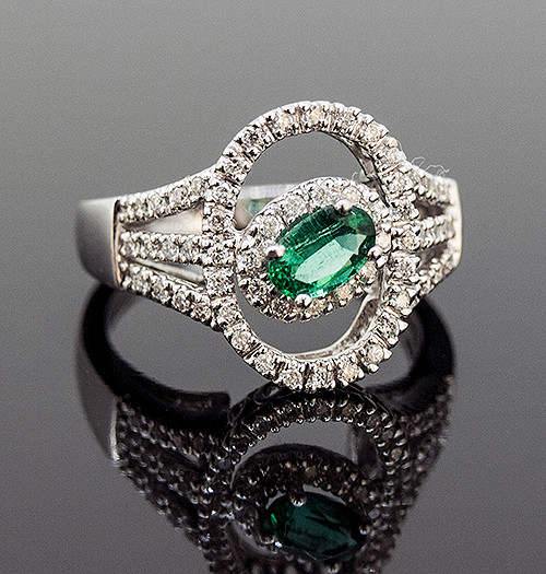 MBR10071 EMERALD AND DIAMOND RING 18K