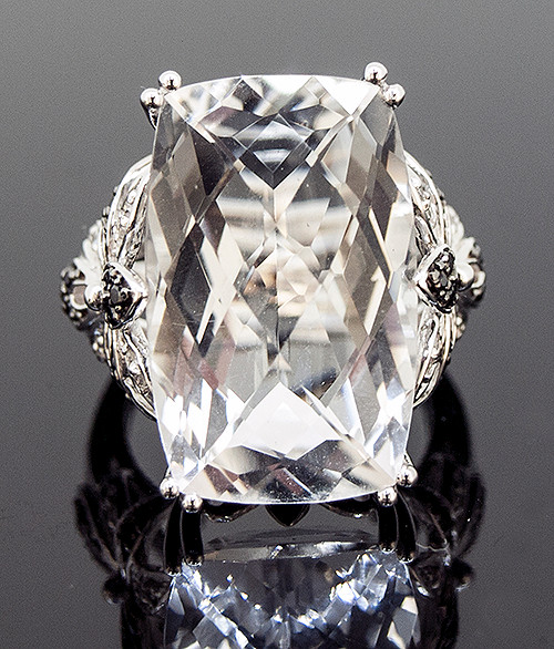 RCO10664 ROCK QUARTZ AND DIAMOND RING 14K