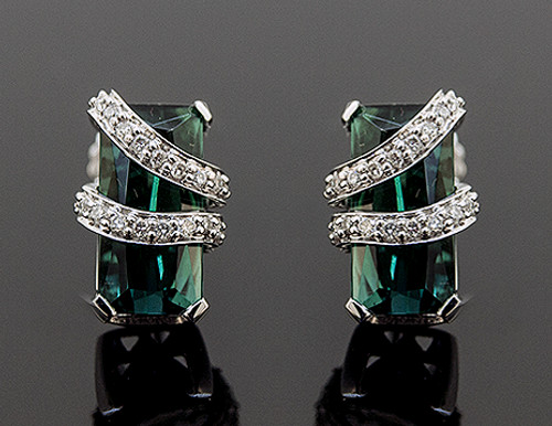 SG10111 GREEN TOURMALINE AND DIAMOND STUD EARRINGS 18K