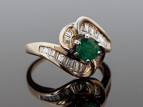 RPG10279 EMERALD AND DIAMOND RING 14K