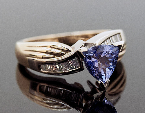 RSP10050 TANZANITE AND DIAMOND RING 14K