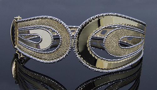 MED10134 14K FANCY DIAMOND CUT BANGLE BRACELET