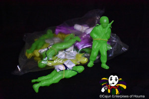 "4"" PLASTIC PARACHUTIST IN PURPLE, GREEN & GOLD"