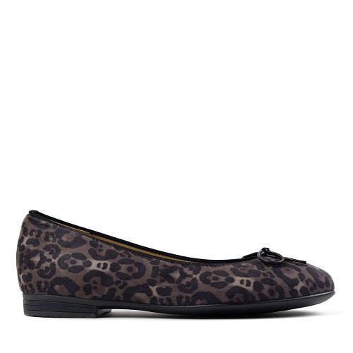 Ara Susie leopard side view - Hanig's Footwear