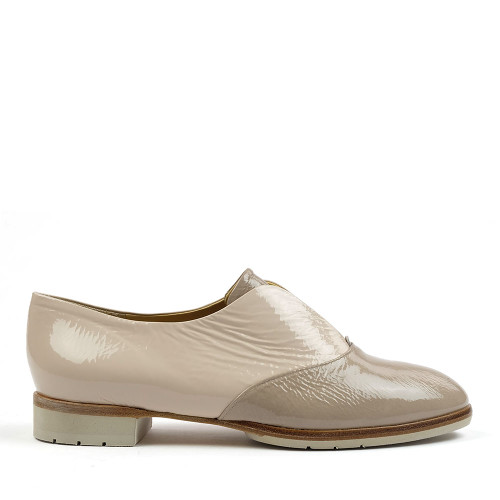 Brunate 11435 Taupe Patent side view — Hanig's Footwear