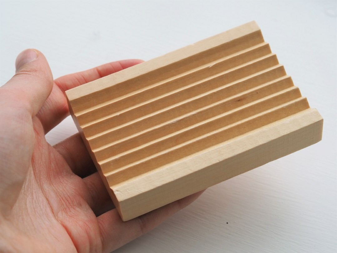 Hemu wood grooved soap dish