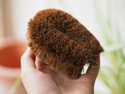 Coconut fibre scrubbing scourer brush