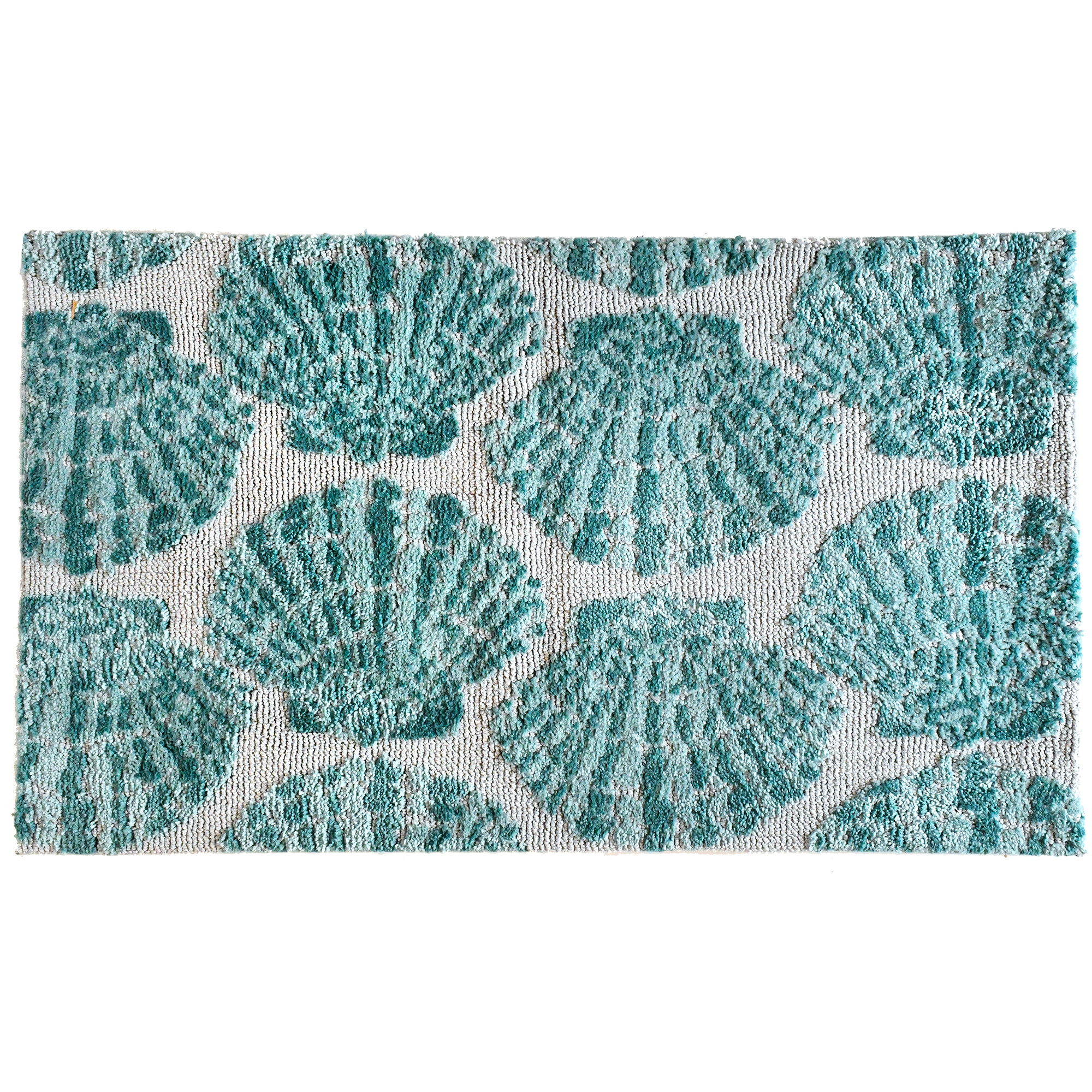 Designer Kris Ruff repeats aquamarine clam shells against a white background invoking thoughts of the sea. This Simple Spaces by Jellybean® rug is available in two sizes offering compliment to a variety of spaces large and small. From the bathroom to the entry, the call of the sea is never far away.