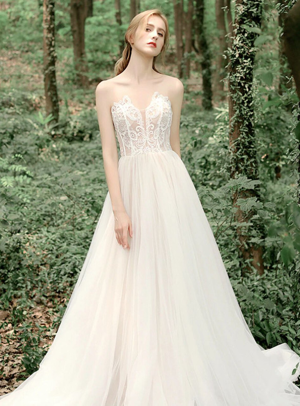 A-Line Champagne Tulle Sweetheart Appliques Wedding Dress