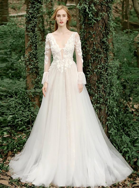 Tulle Long Sleeve V-neck 3D Appliques Wedding Dress