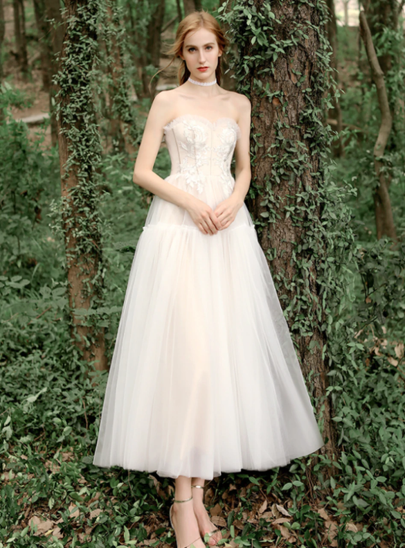 Champagne Tulle Sweetheart Appliques Tea Length Wedding Dress