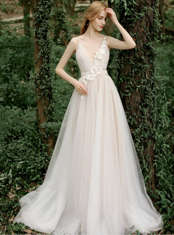 Elegant Champagne Tulle Deep V-neck Open Back Appliques Brides Dress