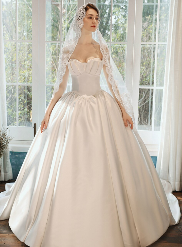 Elegance White Satin Strapless Pleats Wedding Dress