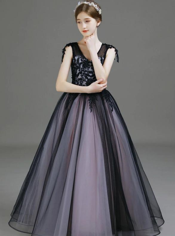 Black Tulle V-neck Appliques Flower Girl Dress